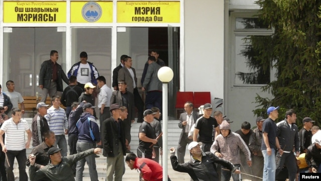 More than 400 people were killed in violent ethnic clashes in the Kyrgyz city of Osh in 2010. (file photo)