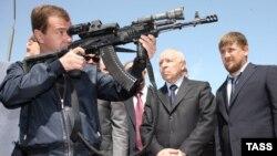 Один из первых визитов Медведева на Северный Кавказ. База спецназа ФСБ в Махачкале