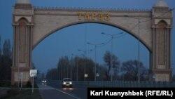 Казакстандын Тараз шаарына кире бериш.