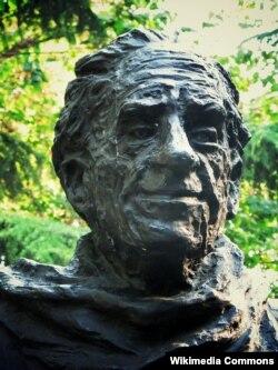 Abidin Dino, İstanbuldakı heykəli