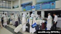 Самаркандские паломники вылетают в Мекку. 12 сентября 2015 года.