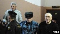 Михаил Ходорковский и Платон Лебедев в зале Хамовнического суда