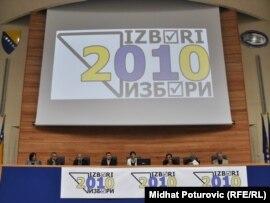 Članovi Centralne Izborne komisije BiH na konferenciji za novinare, 3. oktobar 2010