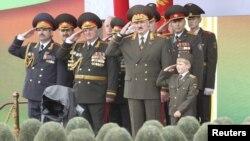 Александр Лукашенко на военном параде в Минске