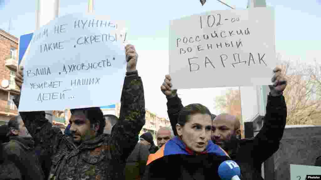 Акция протеста перед зданием российского посольства в Ереване. 15 января
