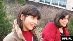 Сиам эгиздери Зита, Гита. Жаңы-Жер айылы, 3-декабрь, 2009-жыл.