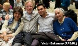 Familia Frans Helmerson în sala de concert de la Kronberg