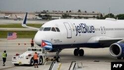 Кубаға келген JetBlue компаниясының ұшағы. 31 тамыз 2016 жыл.