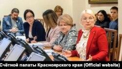 Глава Счётной палаты Красноярского края Татьяна Давыденко (крайняя справа)