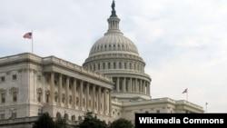 Капітолій, будівля Конгресу США у Вашингтоні. На передньому плані крило, де засідає Сенат