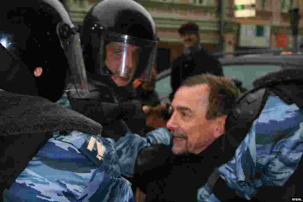 Special forces arrest long-time activist and For Human Rights leader Lev Ponomarev in Moscow on November 24 - The OSCE's election monitors have said they will not be observing the December 2 vote because the Russian government made it almost impossible for them to operate. The Kremlin blamed the OSCE for not filling out the correct forms
