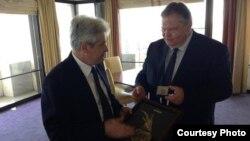 Претседателот на ДУИ, Али Ахмети и грчкиот министер за надворешни работи, Евангелос Венизелос во Атина.