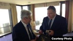 Претседателот на ДУИ, Али Ахмети, се состана со грчкиот министер за надворешни работи, Евангелос Венизелос во Атина. 2 септември 2013.
