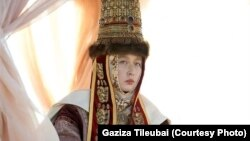 """Актриса Газиза Тлеубай. Кадр из фильма """"Казахское ханство. Золотой трон""""."""
