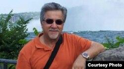 غلامرضا وطندوست رئیس دپارتمان روابط بینالملل در دانشگاه آمریکایی کویت