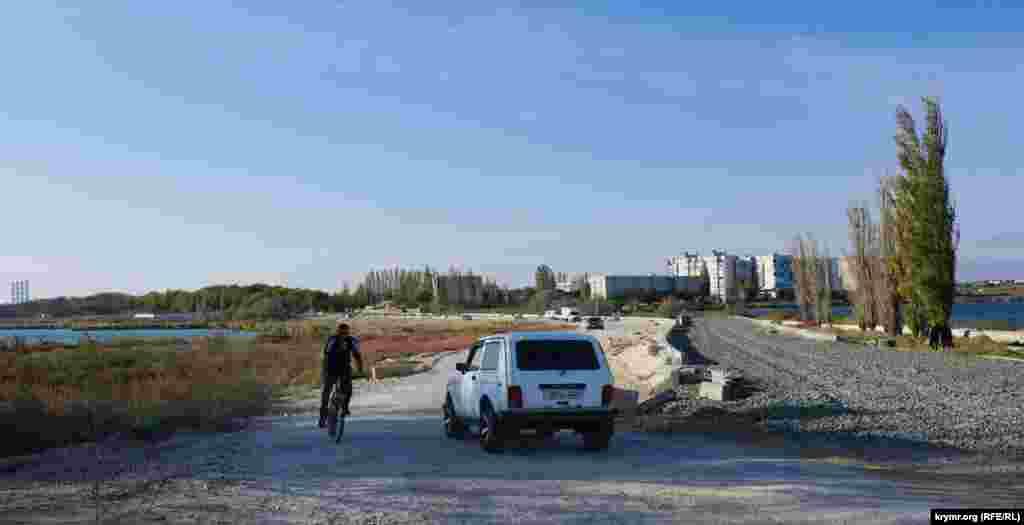 Терміни завершення ремонту дороги між озером Тобе-Чокрак і ставком Ківш вже кілька разів переносили. Дорожньої техніки там поки не видно