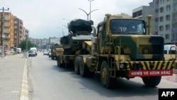 თურქეთი, 28 ივნისი: სირიის საზღვრისაკენ მიმავალი სამხედრო ავტოკოლონა