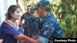 Gulnara Karimova polislərlə, Özbəkistan