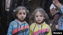 Suriyada hökumət qüvvələrinin raket atəşindən sağ çıxmış qızlar