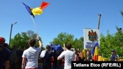 Grup de unioniști pe podul de la Leușeni-Albița