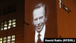 "Below the image of Vaclav Havel on the front of RFE/RL's Prague headquarters is added in Czech: ""Thank you."""