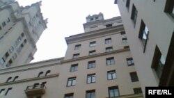 Новые жильцы знаменитой высотки не церемонятся с соседями
