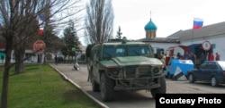 Российский «Тигр» у КПП бригады (июнь 2014)