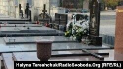 Нові гробівці на Личакові, Львів, 30 жовтня 2013 року