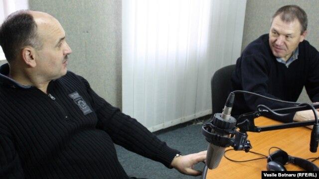 Anatol Golea și Nicolae Negru în studioul Europei Libere la Chișinău