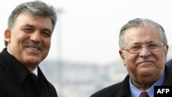 Turkish President Abdullah Gul and his Iraqi counterpart Jalal Talabani