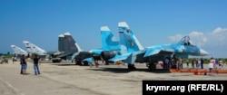 Бойові літаки морської авіації Чорноморського флоту і Північного флоту ВМФ Росії на аеродромі Новофедорівка в Криму