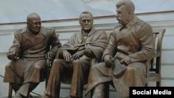 Монумент Сталину, Черчиллю и Рузвельту, сделанный Зурабом Церетели.