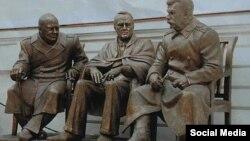 Уинстон Черчилль, Франклин Рузвельт, Иосиф Сталин ескерткіштері. Ялта.