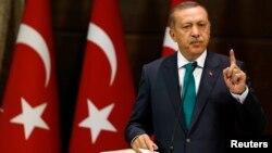"""Baş nazir Recep Tayyib Erdogan Ankarada """"Demokratikləşmə Paketi""""ni təqdim edərkən. 30 sentyabr 2013"""