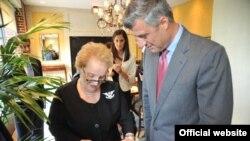 Kryeministri i Kosovës, Hashim Thaçi, ka zhvilluar sot një takim me ish-sekretaren amerikane të shtetit, Medllin Ollbrajt. Uashington, 21 korrik, 2010.