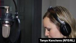 Ева Някляева Озодлик студиясида
