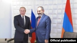 Встреча премьер-министра Армении Никола Пашиняна (справа) и президента России Владимира Путина (слева) в Ереване, 1 октября 2019 г.