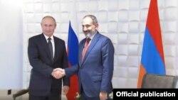 Владимир Путин (слева) и Никол Пашинян, Ереван, 1 октября 2019 г.