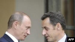 Несмотря на предвыборные обещания, президент Франции Николя Саркози ныне находится в добрых отношениях с российским премьером Владимиром Путиным.
