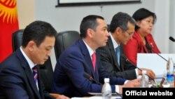 Қырғызстанның үкімет мүшелерінің отырысы. Бішкек, 13 шілде 2012 жыл. (Көрнекі сурет).
