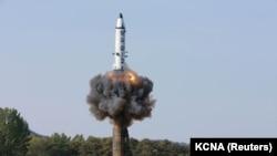 Pamje nga testi i raketës balistike në Korenë Veriore më 22 të këtij muaji
