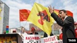 Сергей Шаргунов (справа) должен был украсить избирательную кампанию «эсеров»