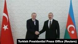 რეპეპ ტაიპ ერდოანი (მარცხნივ) და ილჰამ ალიევი. 2020 წ. 25 თებერვლის ფოტო.