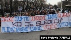 Protesti novinara zbog napada na Oliveru Lakić, mart 2012.