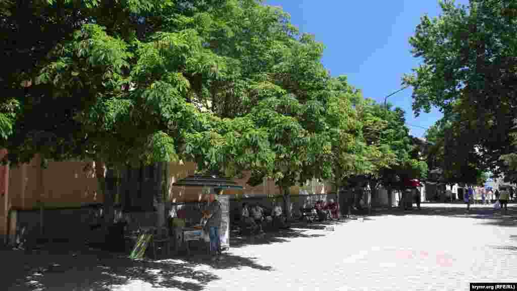 Вид на улицу Галерейную у дома Айвазовского