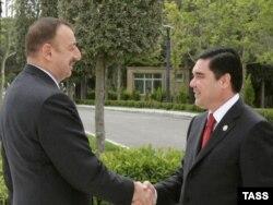 Azerbaýjan. Prezident Ylham Alyýew türkmen kärdeşi Gurbanguly Berdimuhamedow bilen Bakuwda duşuşdy. 19-njy maý, 2008ý.