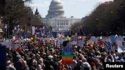 Protestat në kërkim të ligjeve më të ashpra për armët në Uashington.