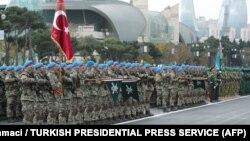 Paradda Türkiyə hərbçiləri