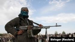 یک فرد مسلح گروه طالبان