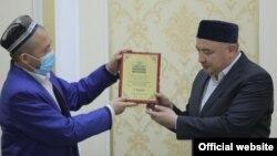 Имам-хатиб мечети «Аккурган» Балыкчинского района Андижанской области Рустамжон Хамидов удостоен звания «лучший имам».
